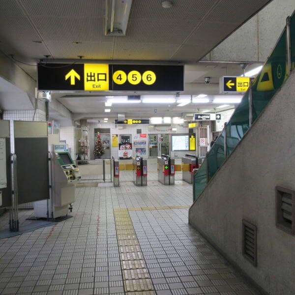 東三国駅 構内